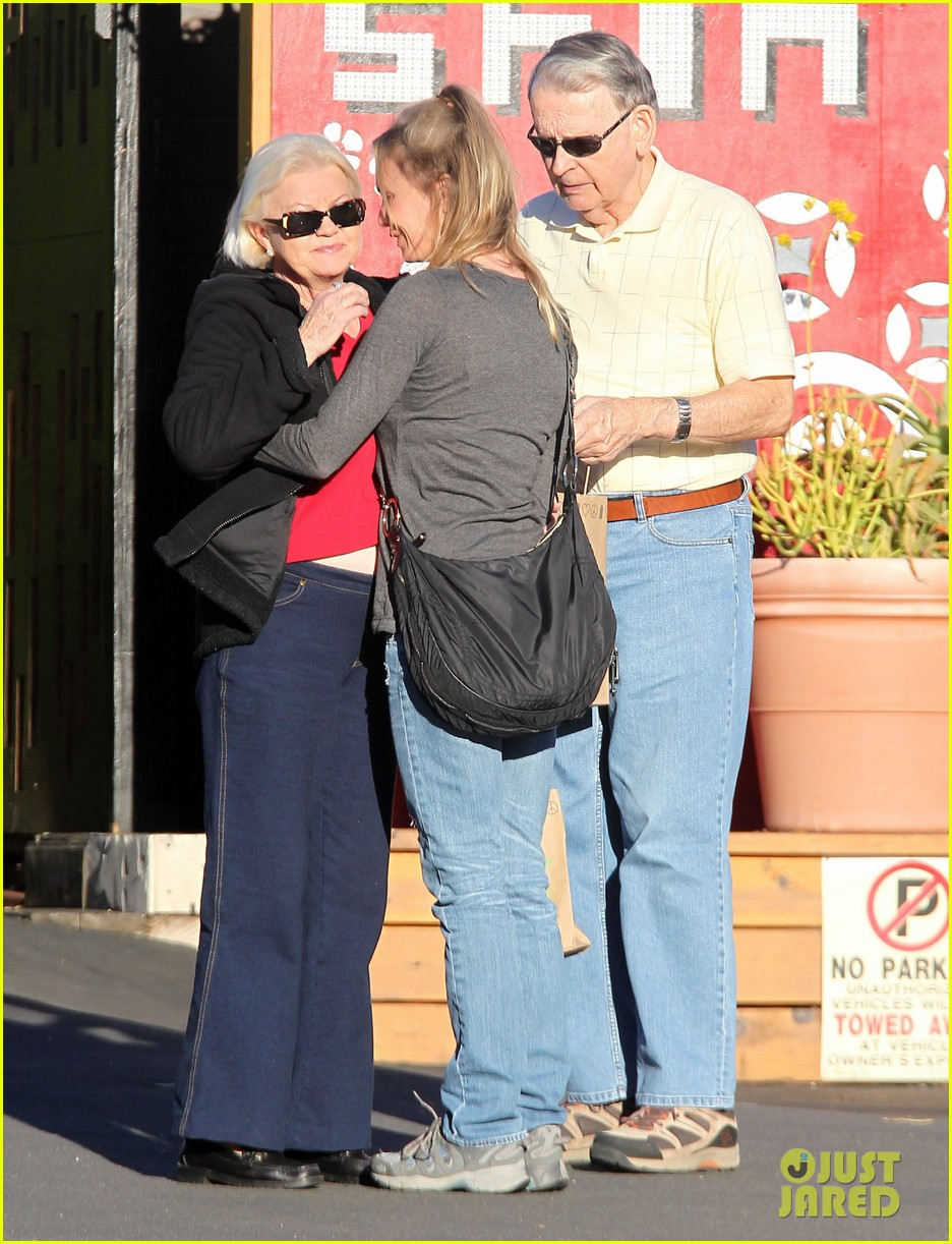 renee zellweger post christmas lunch with her parents 173018137