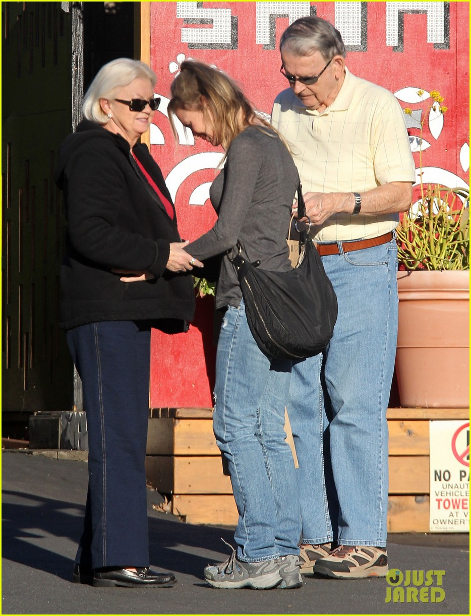 renee zellweger post christmas lunch with her parents 183018138