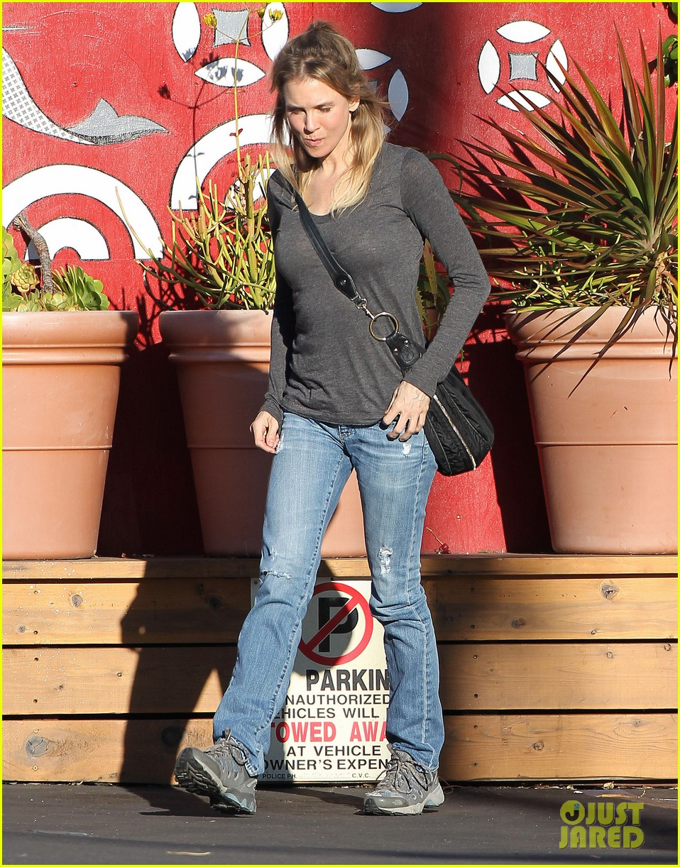 renee zellweger post christmas lunch with her parents 193018139