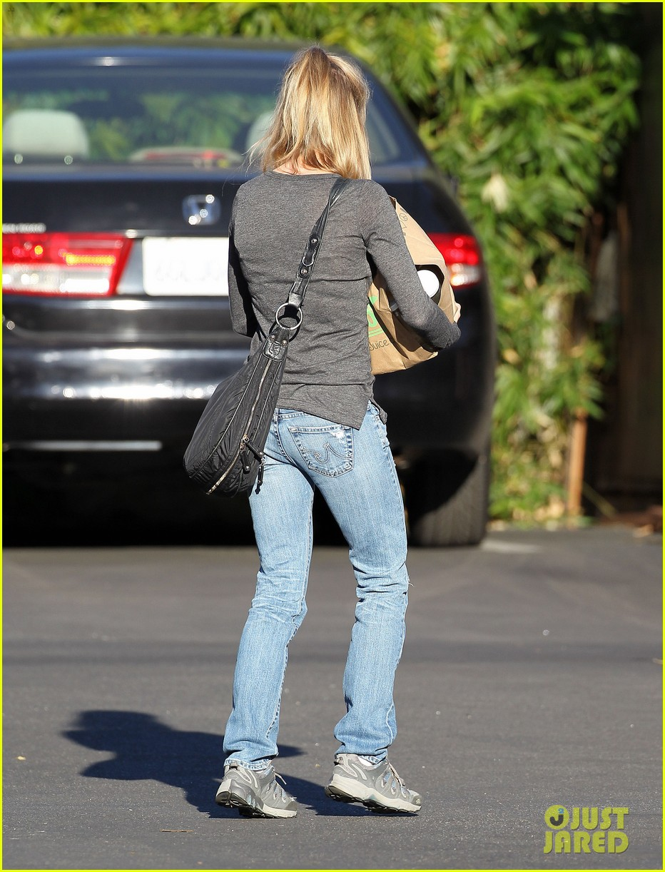 renee zellweger post christmas lunch with her parents 213018141