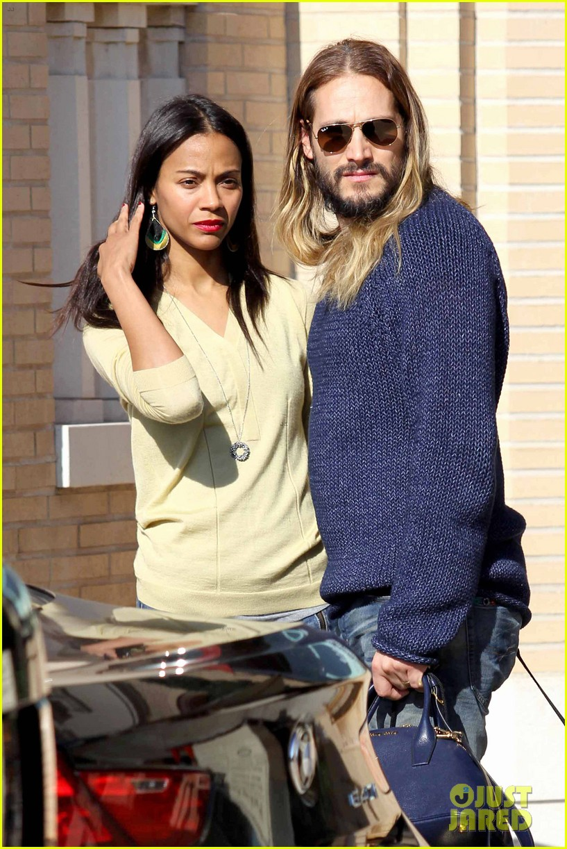 zoe saldana marco perego christmas shopping couple 023016335