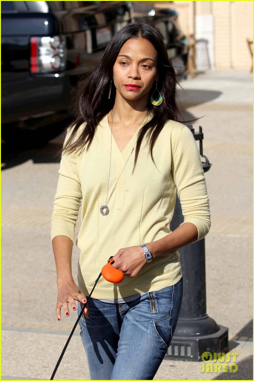 zoe saldana marco perego christmas shopping couple 063016339