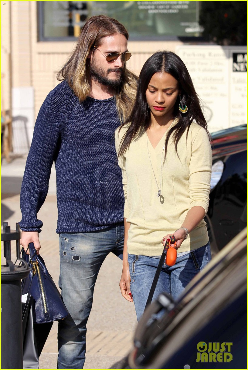 zoe saldana marco perego christmas shopping couple 093016342