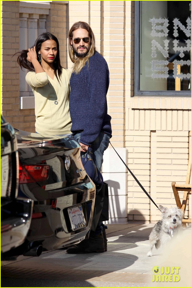 zoe saldana marco perego christmas shopping couple 103016343