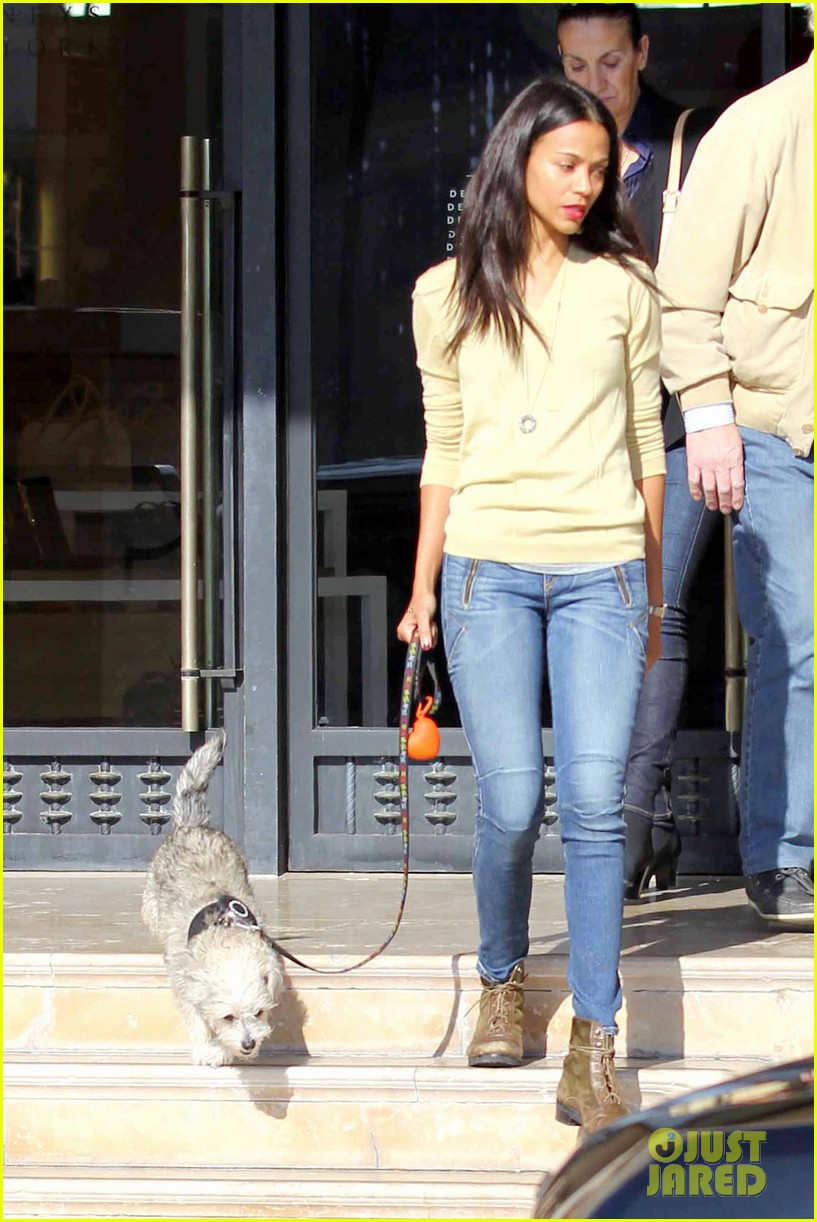 zoe saldana marco perego christmas shopping couple 11
