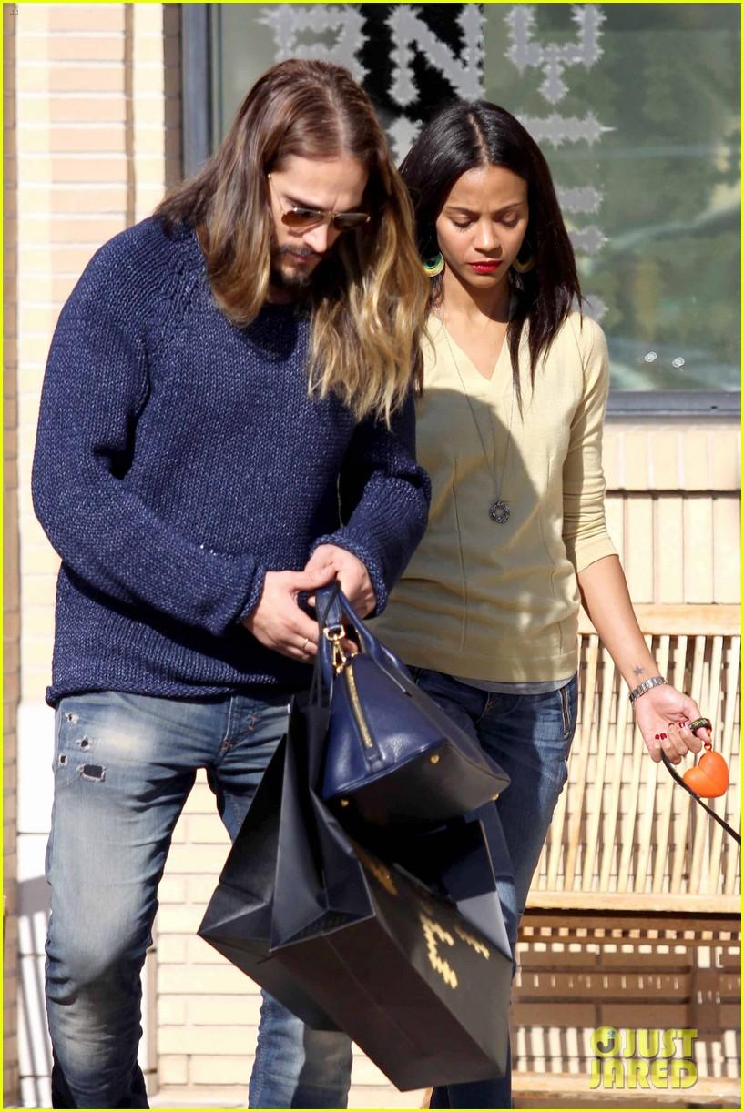 zoe saldana marco perego christmas shopping couple 153016348