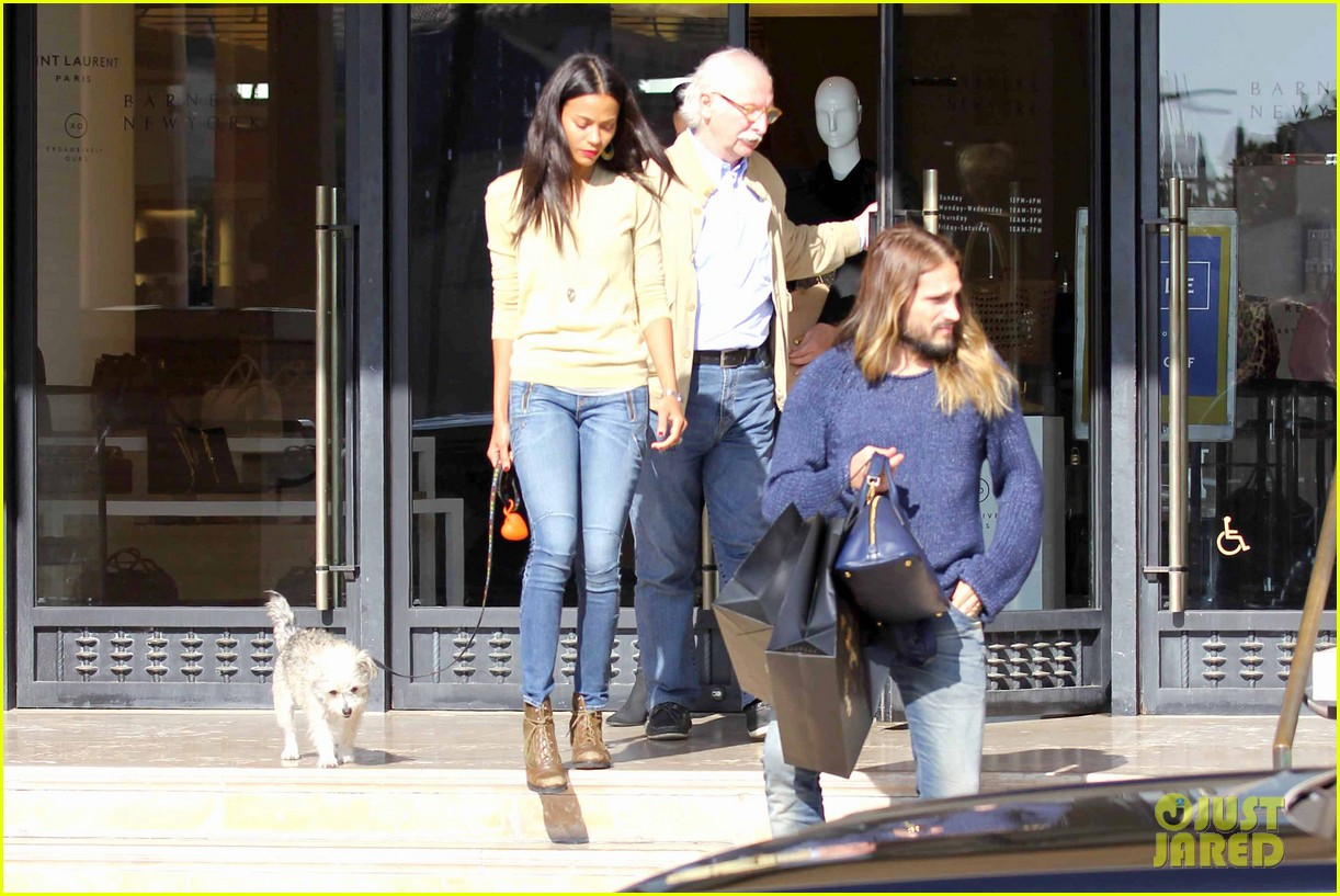 zoe saldana marco perego christmas shopping couple 163016349