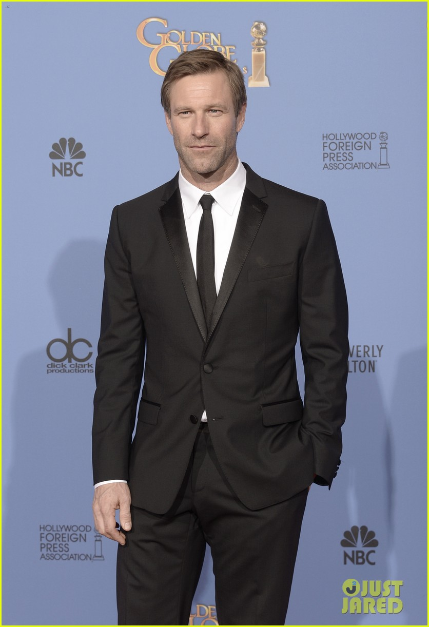 aaron eckhart golden globes 2014 red carpet 033029510