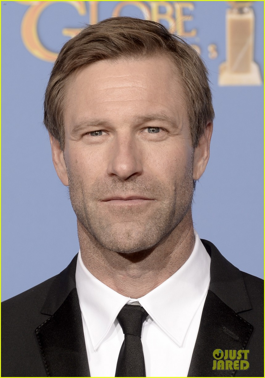 aaron eckhart golden globes 2014 red carpet 063029513