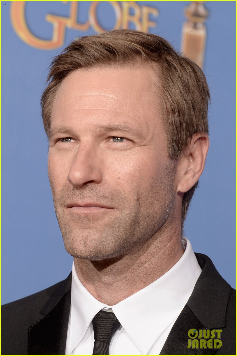 aaron eckhart golden globes 2014 red carpet 093029516