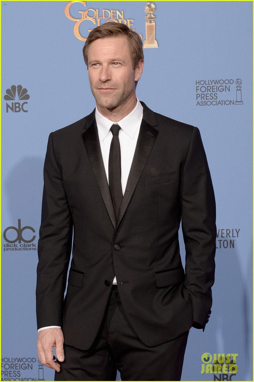 aaron eckhart golden globes 2014 red carpet 103029517