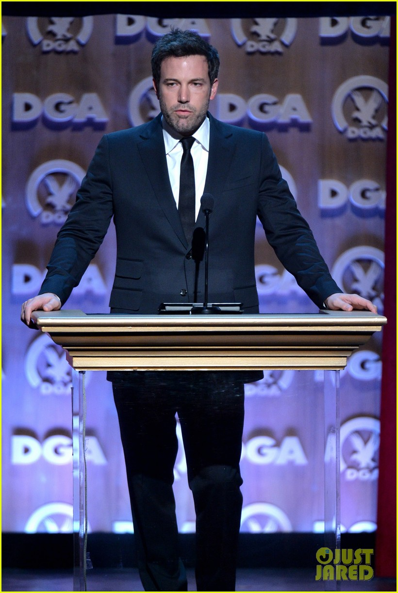 ben affleck presents top prize at dga awards 2014 03
