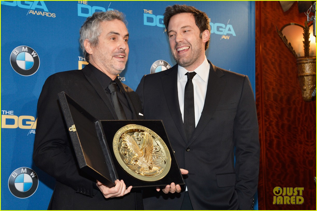 ben affleck presents top prize at dga awards 2014 043040474