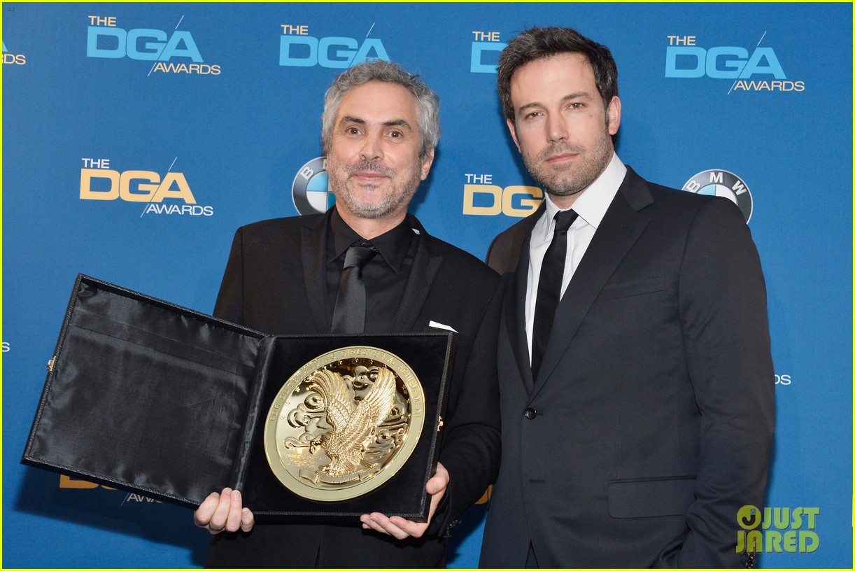 ben affleck presents top prize at dga awards 2014 083040478