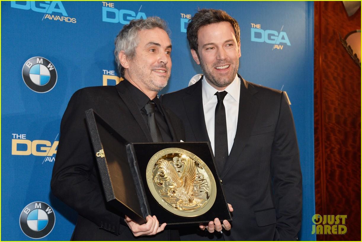 ben affleck presents top prize at dga awards 2014 123040482