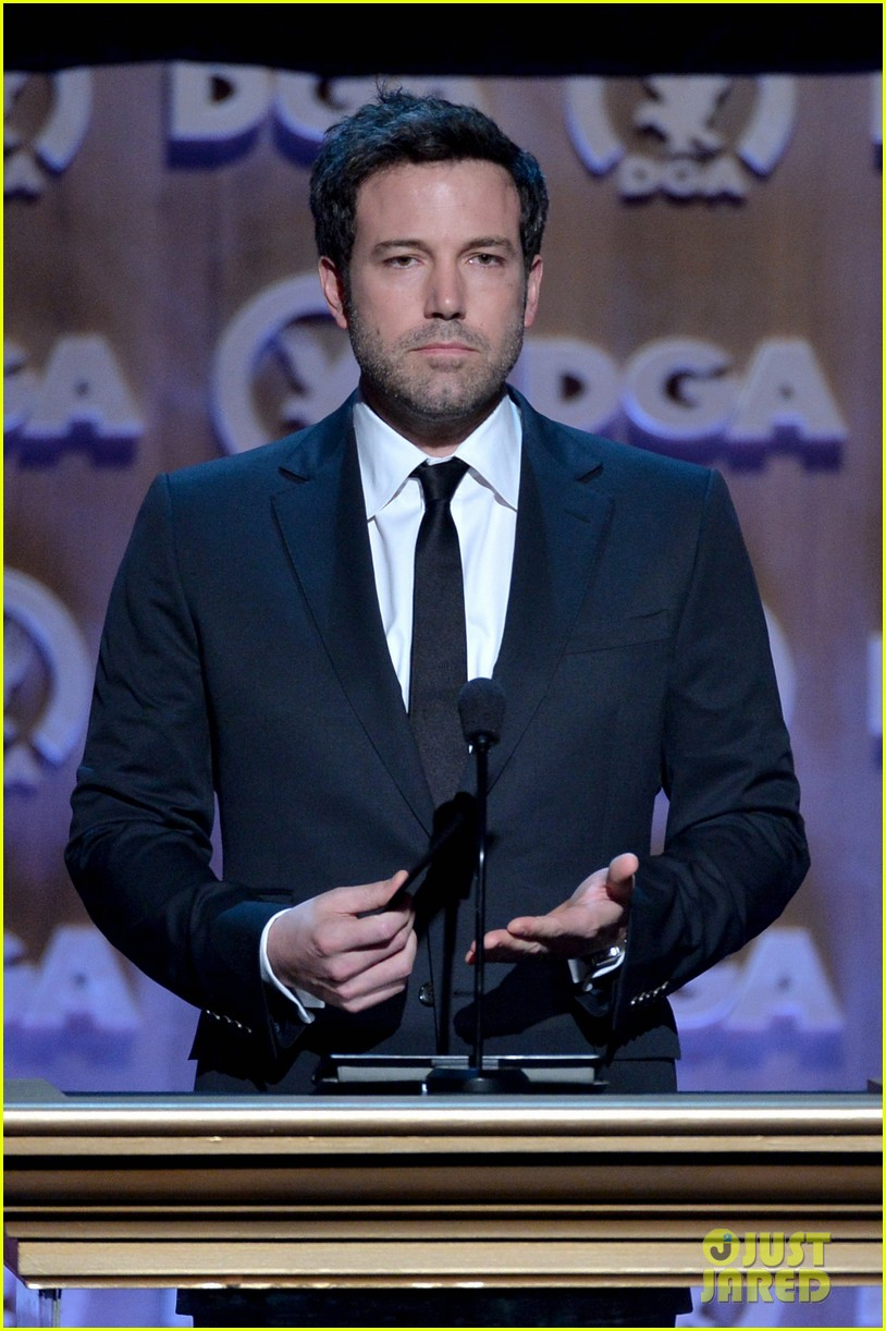 ben affleck presents top prize at dga awards 2014 153040485