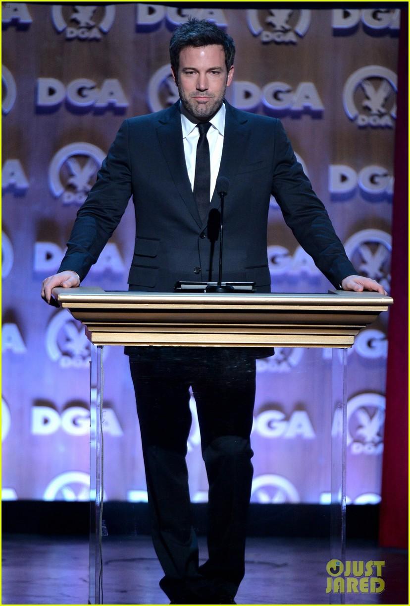 ben affleck presents top prize at dga awards 2014 233040493