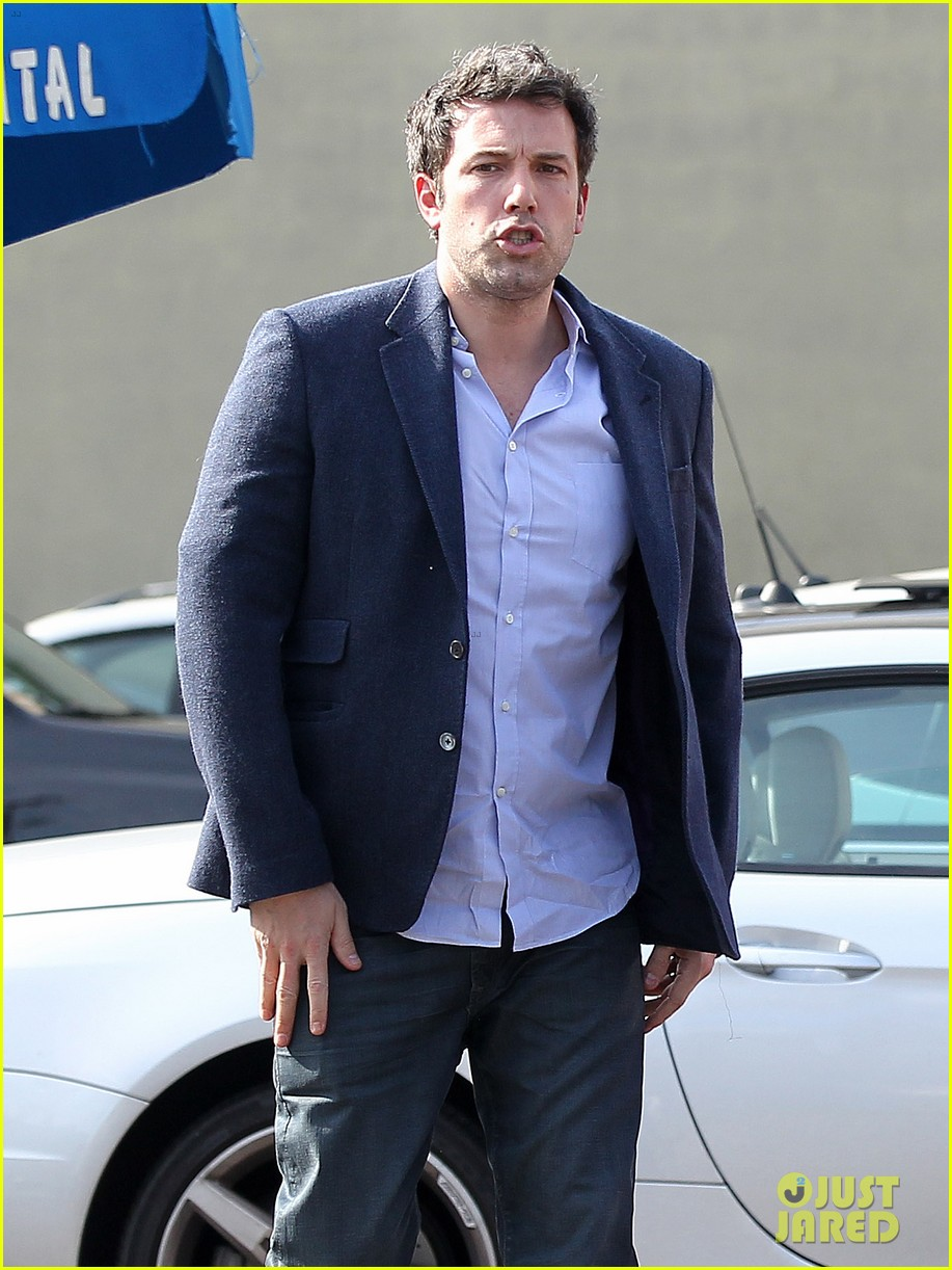 ben affleck steps out after joking about his big dick 083038974