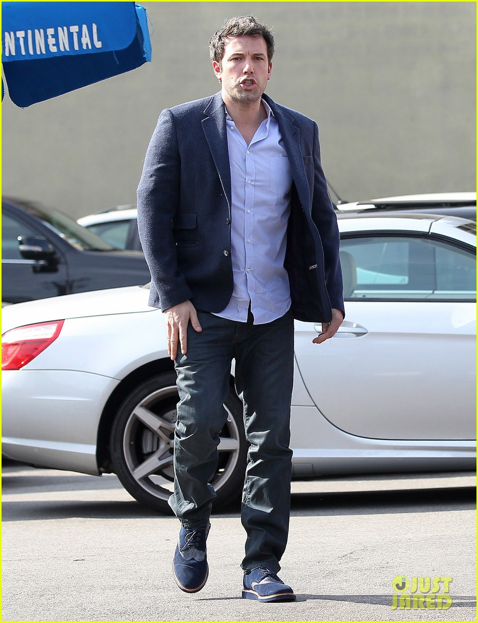 ben affleck steps out after joking about his big dick 103038976