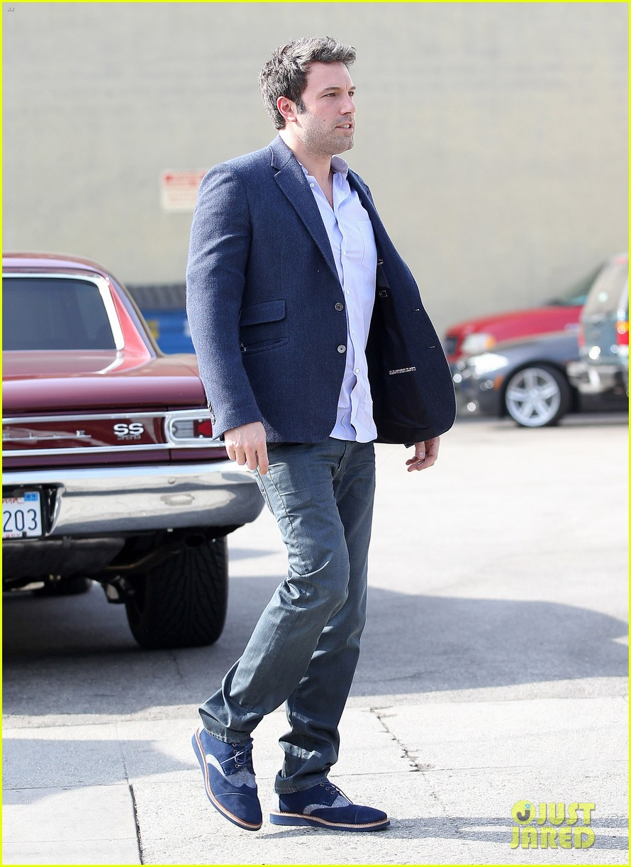 ben affleck steps out after joking about his big dick 113038977
