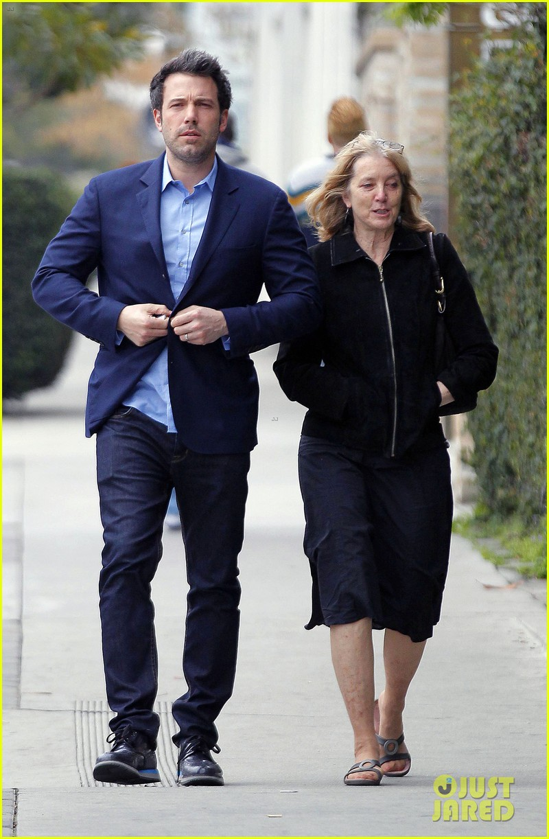 ben affleck is a mommas boy takes mom to the theater 023044555