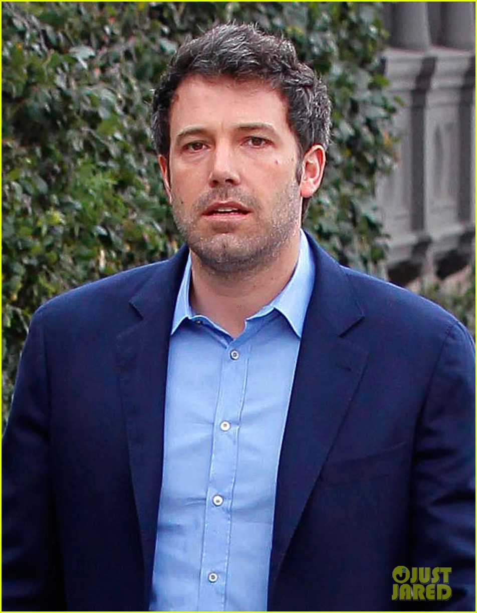 ben affleck is a mommas boy takes mom to the theater 043044557