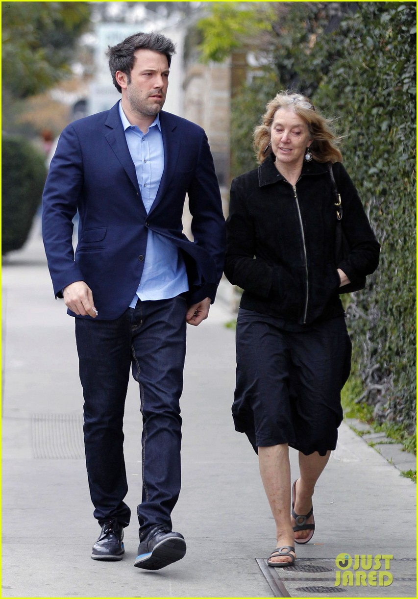 ben affleck is a mommas boy takes mom to the theater 053044558