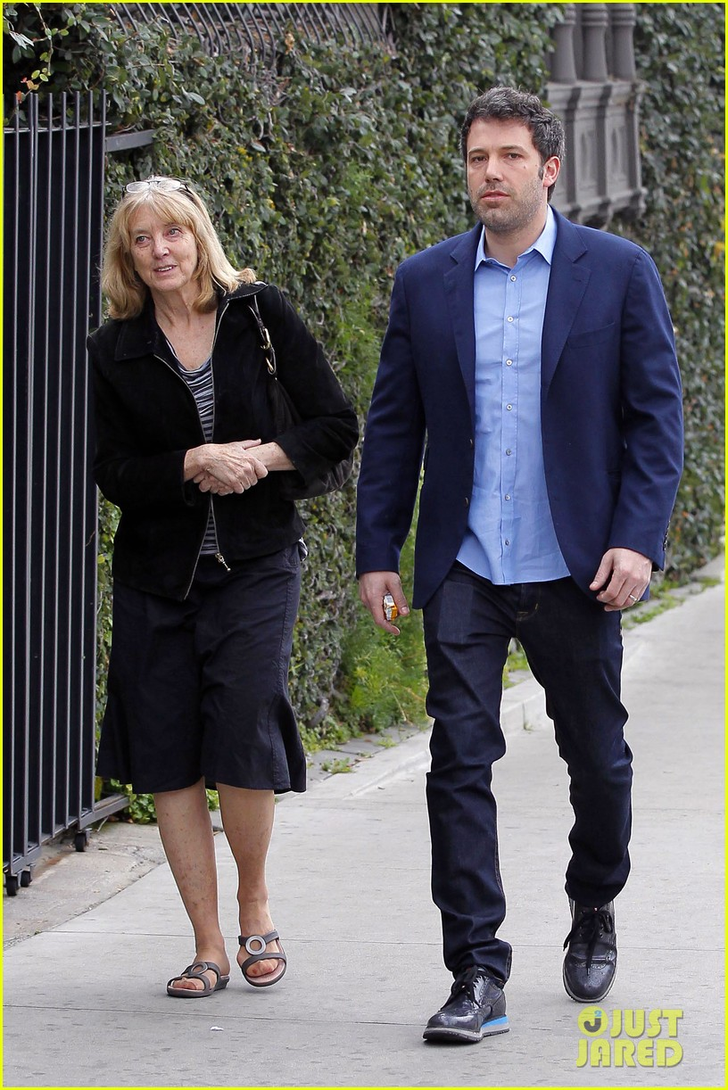 ben affleck is a mommas boy takes mom to the theater 063044559