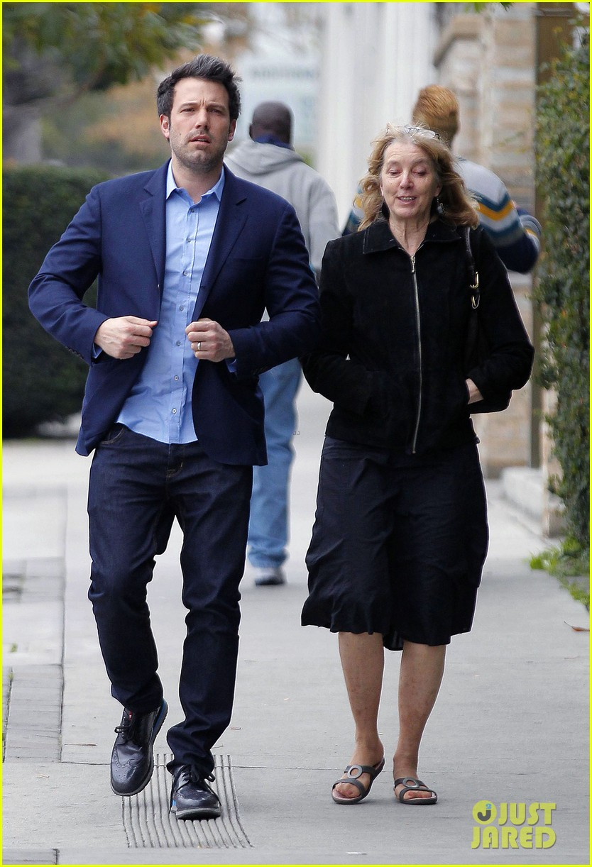 ben affleck is a mommas boy takes mom to the theater 083044561