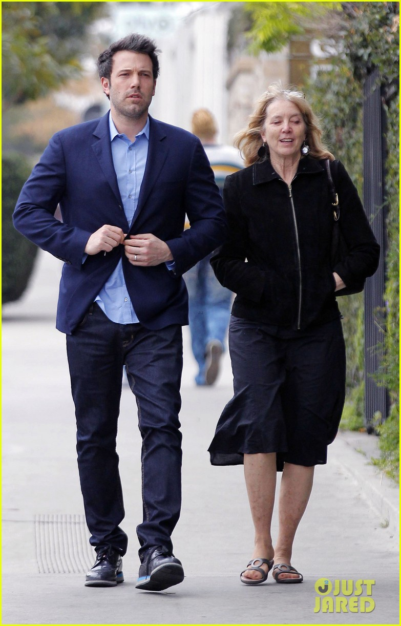 ben affleck is a mommas boy takes mom to the theater 093044562