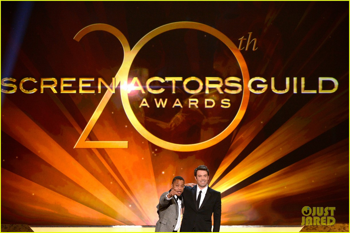 ben affleck presents best cast at sag awards 2014 013034905
