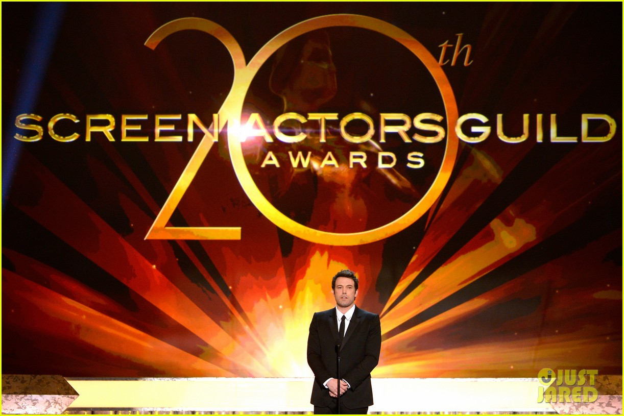 ben affleck presents best cast at sag awards 2014 053034909