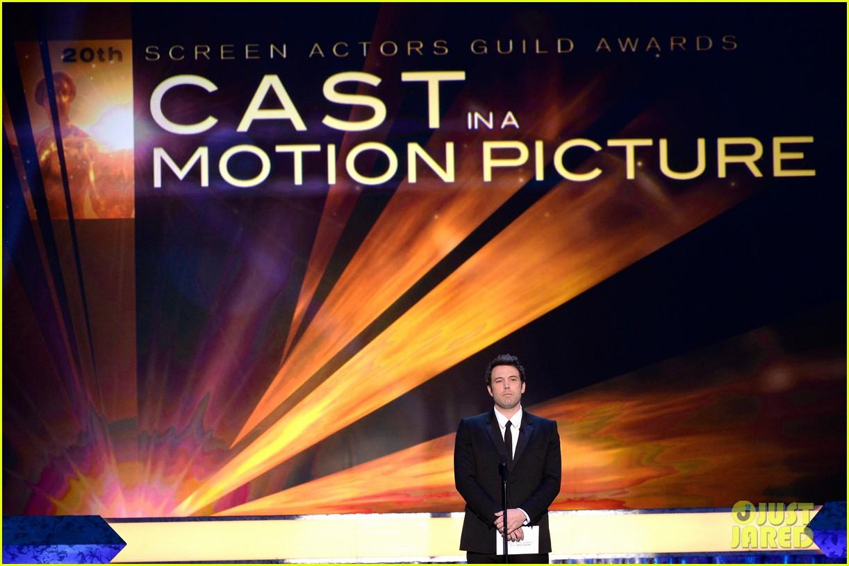 ben affleck presents best cast at sag awards 2014 093034913
