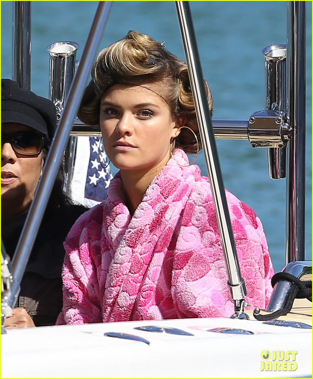 nina agdal joins entourage guys on set for yacht scene 04