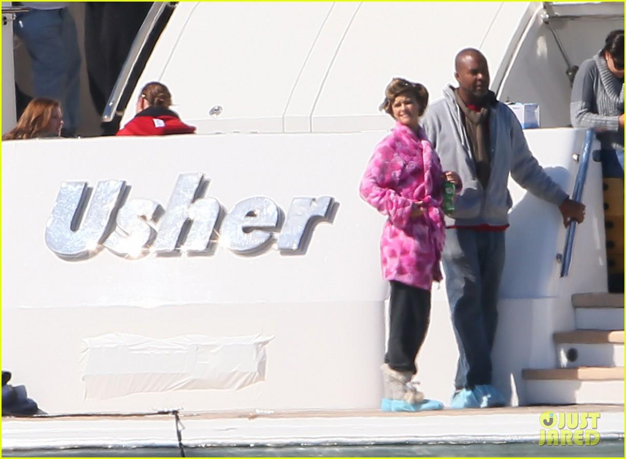 nina agdal joins entourage guys on set for yacht scene 103033699