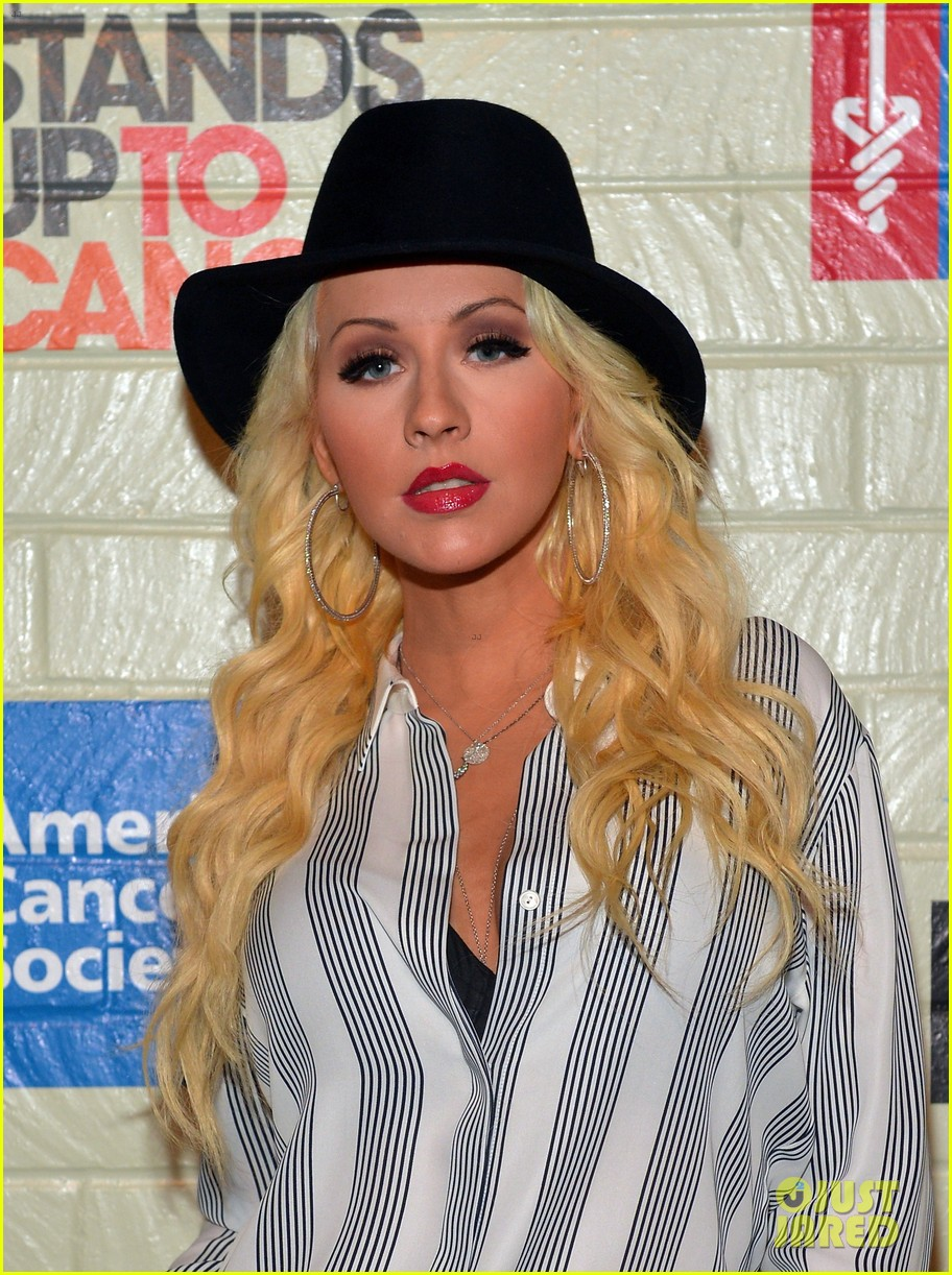 christina aguilera is fedora fierce at stand up to cancer event 023043243