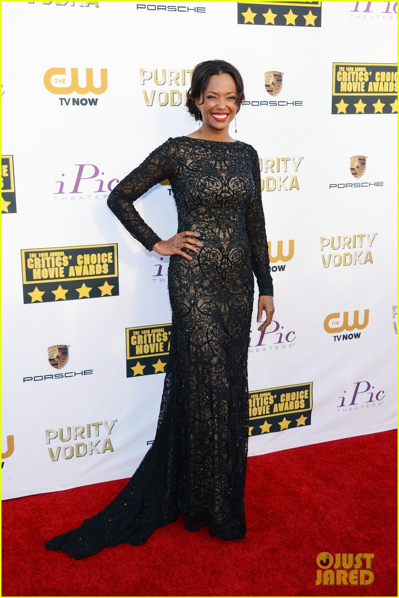 aisha tyler critics choice movie awards 2014 red carpet 01