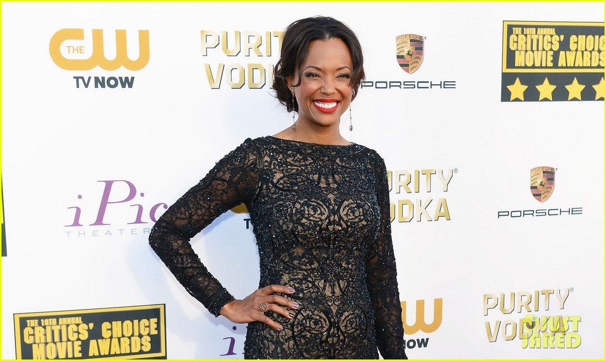 aisha tyler critics choice movie awards 2014 red carpet 053032859