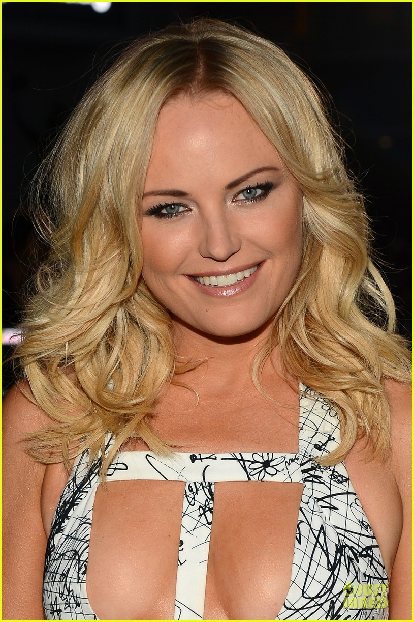 malin akerman bailee madison people choice awards 2014 red carpet 09