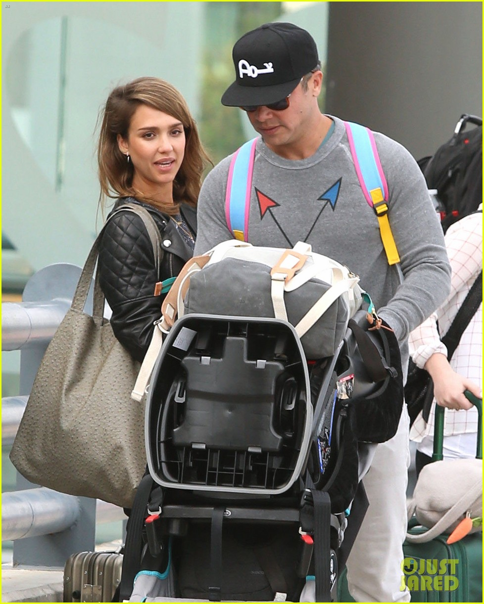 jessica alba family arrive home from cabo vacation 023022676