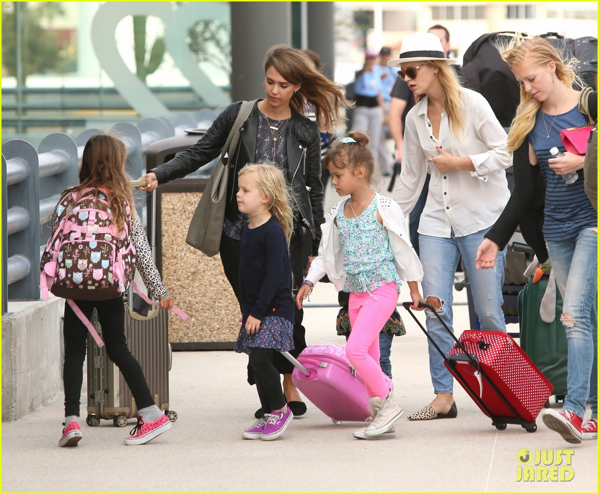 jessica alba family arrive home from cabo vacation 043022678
