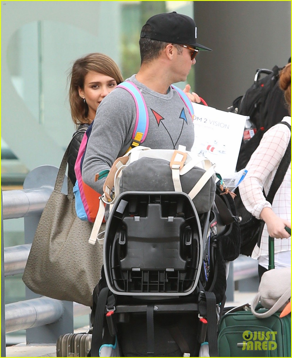 jessica alba family arrive home from cabo vacation 073022681