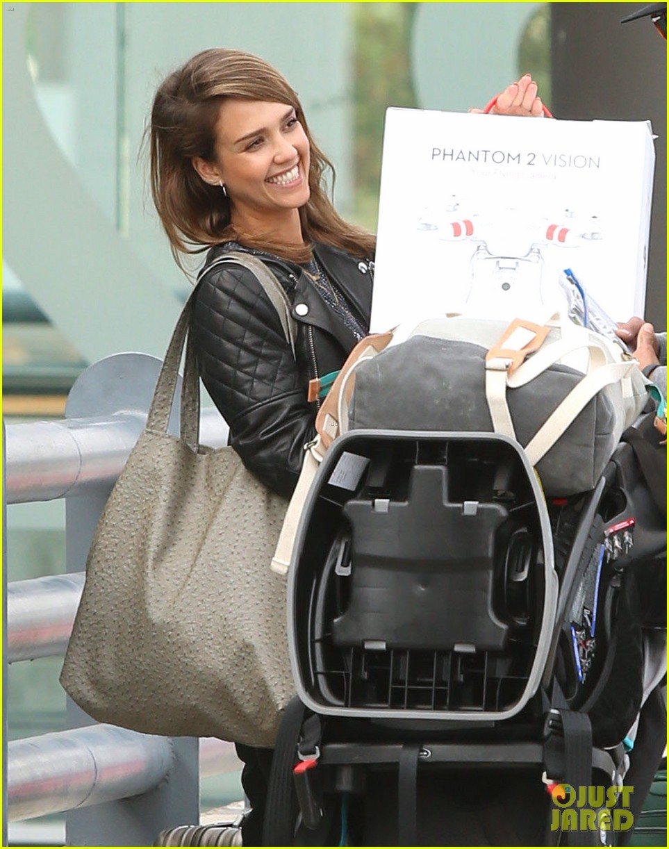 jessica alba family arrive home from cabo vacation 093022683