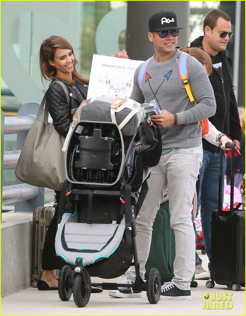 jessica alba family arrive home from cabo vacation 113022685