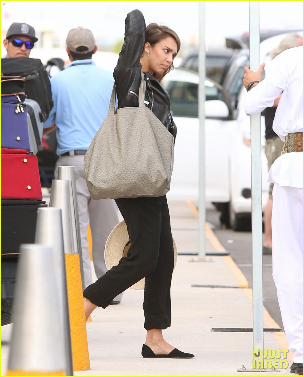 jessica alba family arrive home from cabo vacation 173022691
