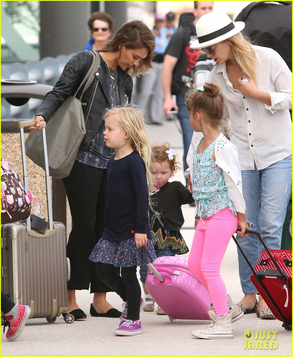 jessica alba family arrive home from cabo vacation 18