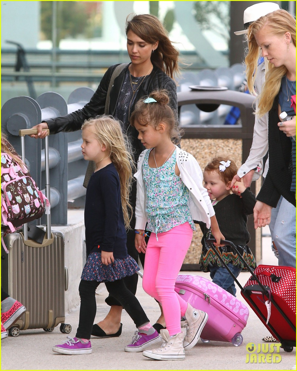 jessica alba family arrive home from cabo vacation 193022693