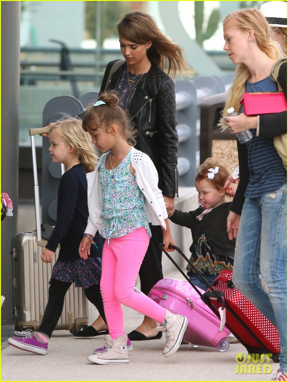 jessica alba family arrive home from cabo vacation 203022694