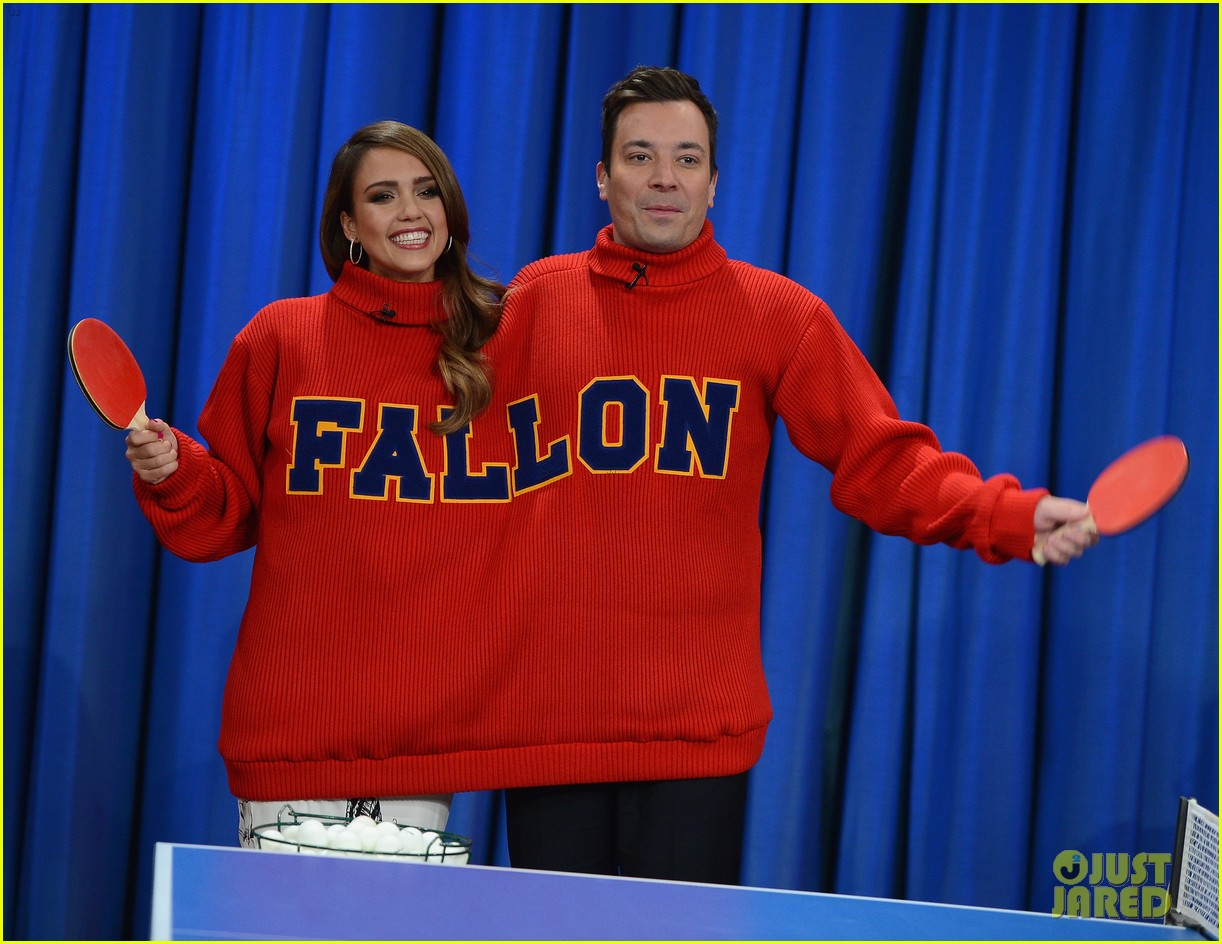 jessica alba gets into jimmy fallons sweater on late night 02