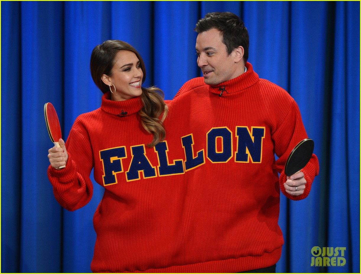 jessica alba gets into jimmy fallons sweater on late night 123036685